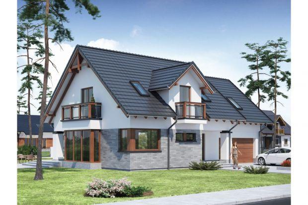 Peronia 2 to wygodny dom z poddaszem użytkowym przeznaczony dla 4-osobowej rodziny, z ciekawą elewacją z elementami kamienia oraz dużymi przeszkleniami. Dzięki nim cała przestrzeń jest dobrze doświetlona światłem słonecznym.