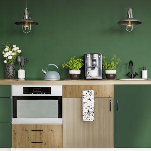 W zielonej kuchni został zaprezentowany blat kuchenny Dąb Springfield oraz odświeżone szafki z płyty laminowanej Labrador, Dąb Artisan i Dąb Springfield. Fot. materiały prasowe Pfleiderer