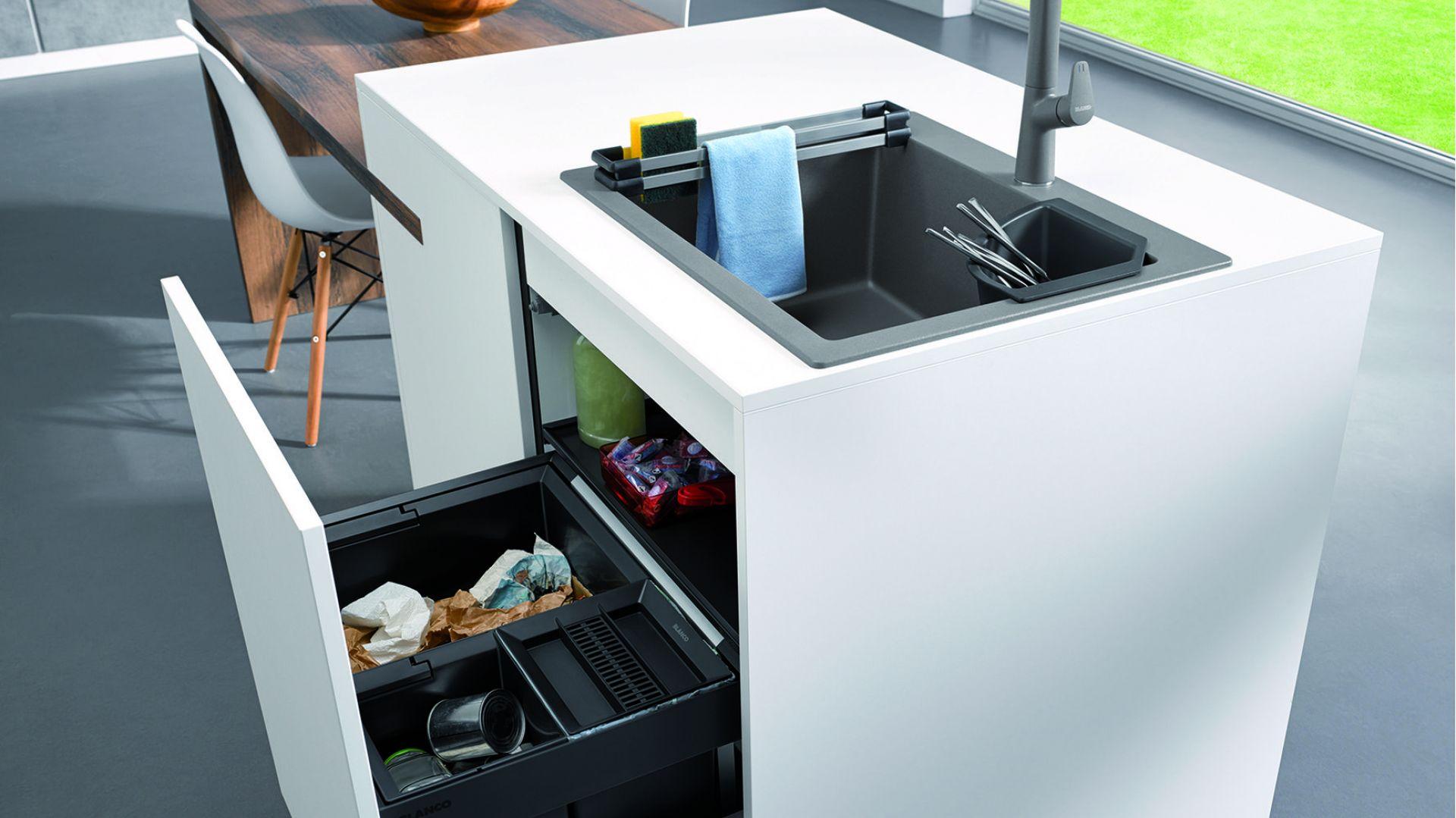 Strefa zmywania w kuchni. Akcesoria do zlewozmywaków Blanco: odsączarka i szyny. Fot. Comitor