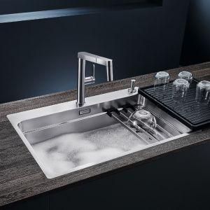Strefa zmywania w kuchni. Zlewozmywak Blanco Etagon-700. Fot. Comitor