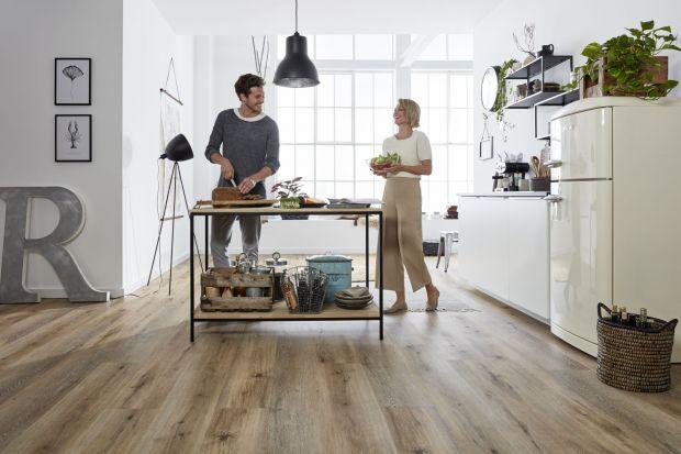 Nowoczesne podłogi winylowe z uwagi na swoją funkcjonalność, wysoką estetykę i łatwość montażu coraz częściej układane są w domach, mieszkaniach i biurach.