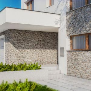 Kamień dekoracyjny California 1 w sąsiedztwie kremowego tynku nadaje fasadzie elegancki charakter. Fot. Stegu