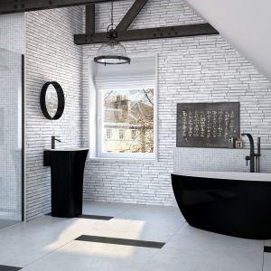 Czarne kabiny prysznicowe. To jest na topie! Fot. Besco