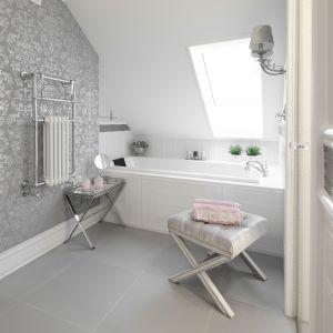 Pomysł na urządzenie białej łazienki. Projekt: Edyta Niewińska. Fot. Bartosz Jarosz