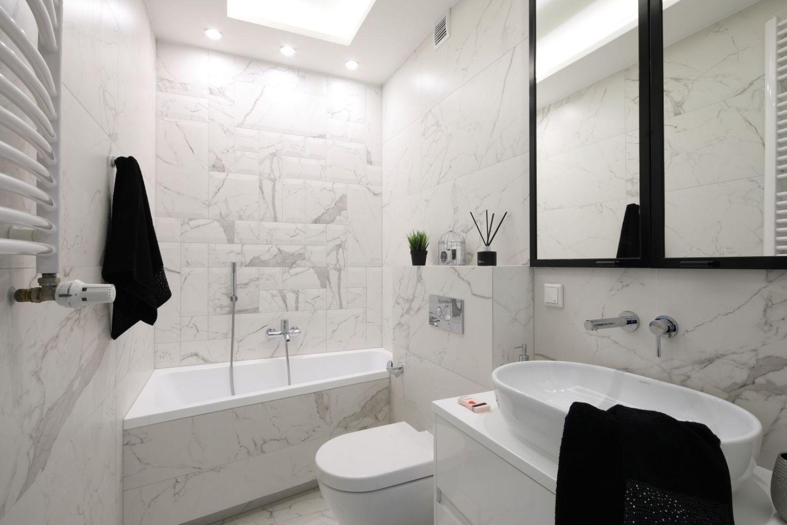 Pomysł na urządzenie białej łazienki. Projekt: Katarzyna Mikulska-Sękalska. Fot. Bartosz Jarosz
