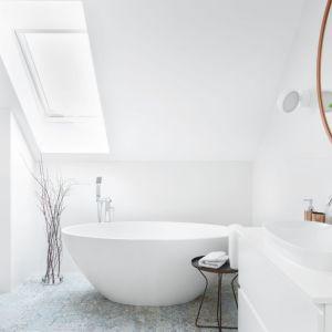 Pomysł na urządzenie białej łazienki. Projekt: Katarzyna Maciejewska. Fot. Anna Laskowska, Dekorialove