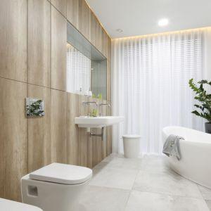 Pomysł na urządzenie białej łazienki. Projekt: Dariusz Grabowski. Fot. Bartosz Jarosz