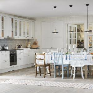 Kuchnia w stylu skandynawskim. Fot. Marbodal Fagerö vit