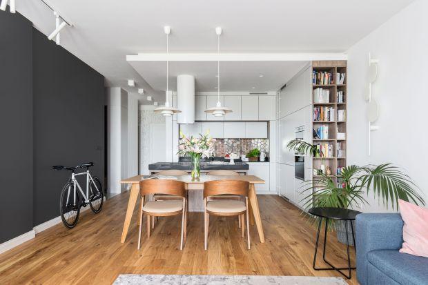 Od kilku lat cieszy się niesłabnącą popularnością, zwłaszcza w małych mieszkaniach w bloku. Aneks kuchenny, bo o nim mowa, to rozwiązanie, które doskonale sprawdza się nie tylko na niedużych przestrzeniach. Podpowiadamy, jak go urządzić.