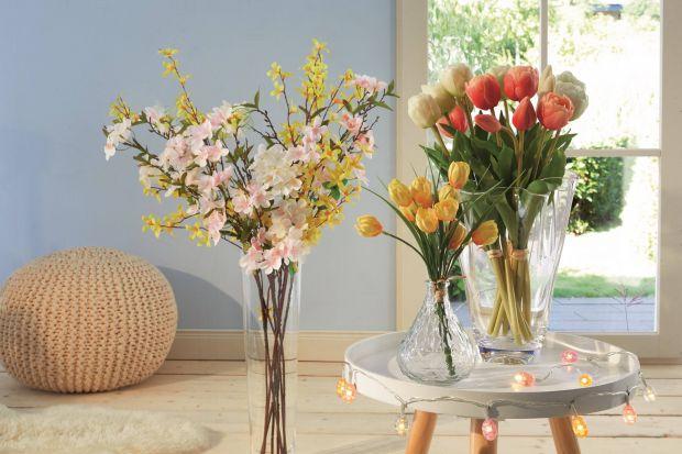 Kolorowe kwiaty, pączki na drzewach, soczyście zielone listki i trawa… Przyroda budząca się do życia dekoruje otoczenie w najpiękniejszy sposób. I inspiruje do tego, by ozdobić też wnętrze naszego domu.