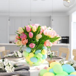 Kwiaty dodadzą wielkanocnej aranżacji uroku. Fot. RuckZuck