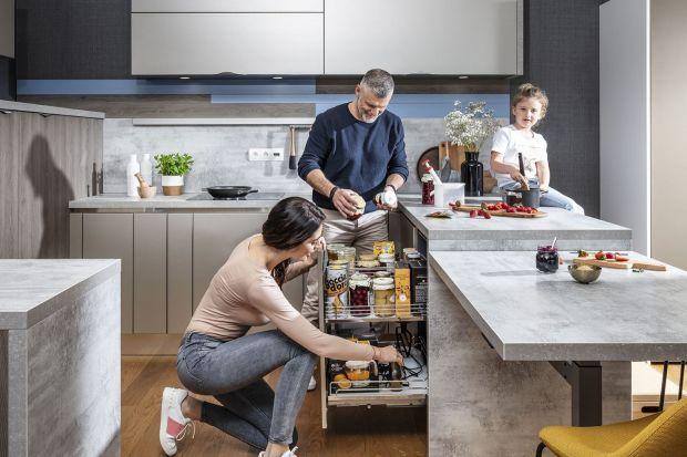 Jak utrzymać porządek w kuchennych szafkach i szufladach? Pomogą tym praktyczne praktyczne carga, kosze, wkłady czy pojemniki.<br /><br />