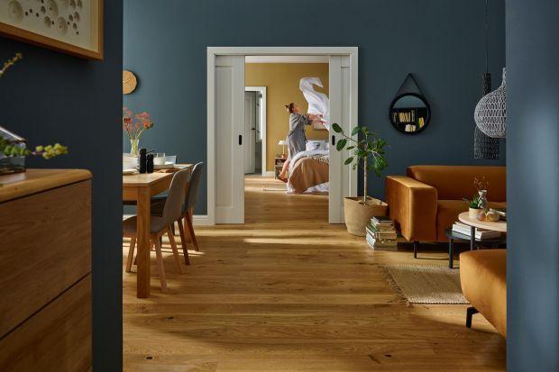 Drzwi to podstawowy element każdego wnętrza. Nie tylko pomagają zorganizować przestrzeń, ale są też niezbędne, jeśli chcemy zyskać odrobinę prywatności.