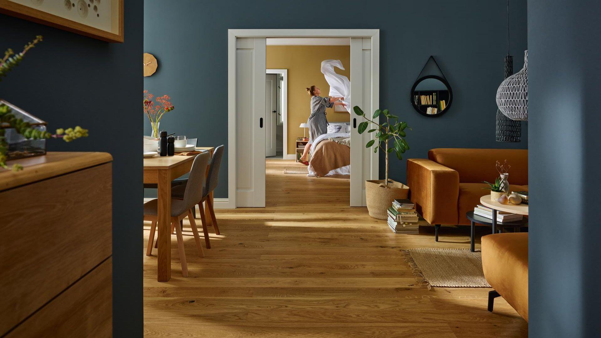 Proste i klasyczne drzwi wewnętrzne przesuwne. Fot. Vox Fresto