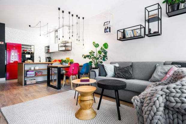 To mieszkanie deweloperskie we Wrocławiu architekt wnętrz Krystyna Dziewanowska z Red Cube Design zaprojektowała dla pracującej pary z dwójką dzieci. Zobaczcie je koniecznie!