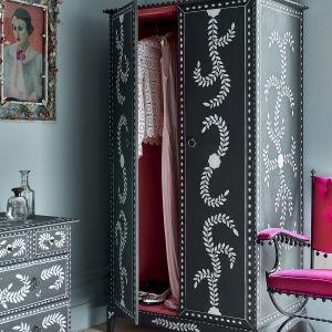 Detale komody i szafy w kolorze Pearlescent Glaze. Fot. Annie Sloan