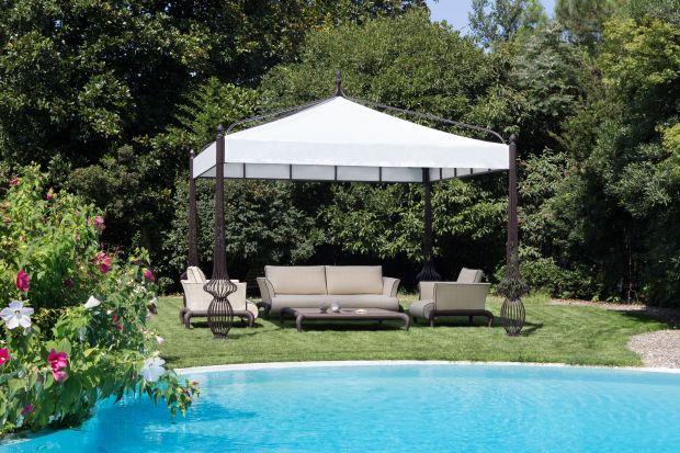 Lato pora roku, na którą czekamy i która kusi relaksem i odpoczynkiem. Prywatny azyl możemy stworzyć w ogrodzie, tarasie i na balkonie. Wystarczy wybrać meble ogrodowe, które będą funkcjonalne i finezyjne.