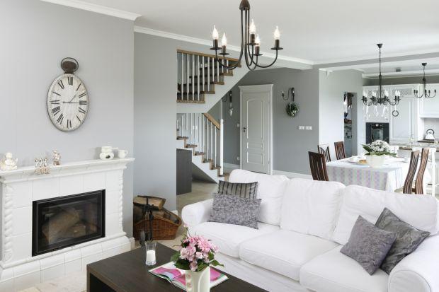 Jak urządzić elegancki i wygodny salon w stylu klasycznym? Jakie kolory wybrać? Jakie meble będą najlepsze? Zobaczcie galerię pięknych salonów urządzonych w klasycznym stylu.