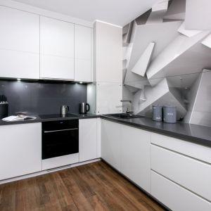 Prostota, funkcjonalność i minimalizm. Warszawski apartament urządzony przez Dominika ĆwiekaFot. Komandor