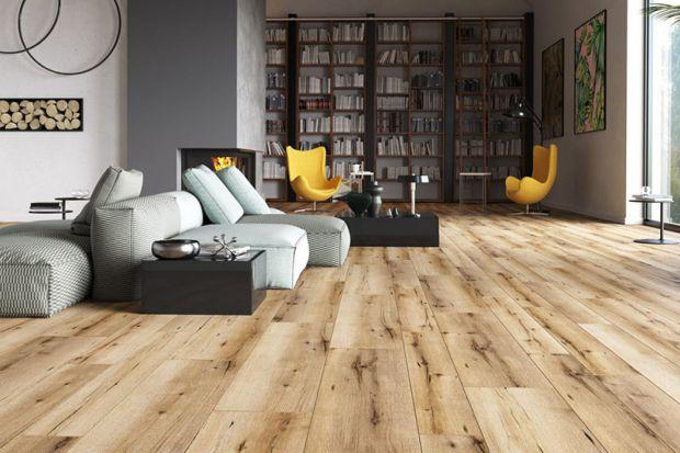 Jaki materiał wybrać na podłogę do salonu? Płytki, drewno czy panele? Zobaczcie przegląd modnych i stylowychmateriałów do salonów urządzonych w każdym stylu.