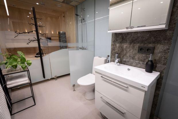Jakie szkło wybrać do łazienki, aby czyszczenie i pielęgnacja nie sprawiała nam dużych problemów? Sprawdźcie.<br /><br /><br />
