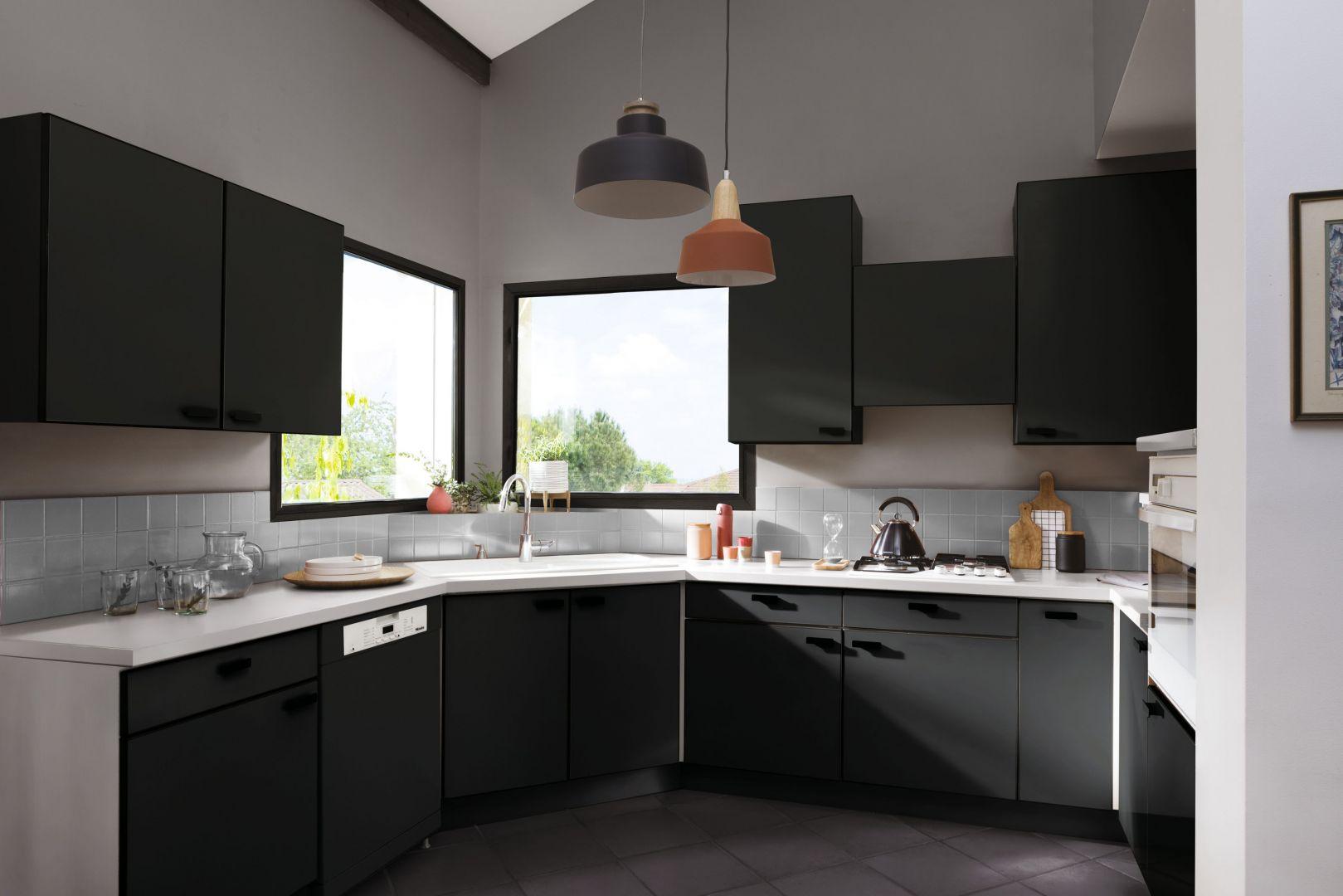Kuchnia po renowacji. Użyta farba: Easy Renowacja od V33. Fot. V33