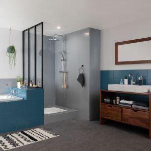 Łazienka po renowacji. Użyta farba: Easy Renowacja od V33. Fot. V33
