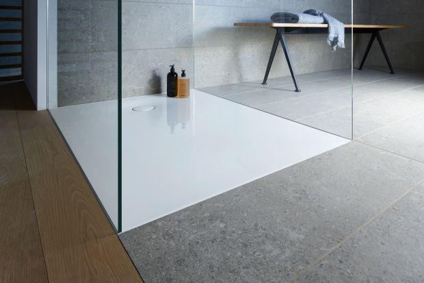 Nowy brodzik to nowoczesny wygląd, uniwersalne zastosowanie i łatwa instalacja. Idealnie gładkie, wygodne i łatwe w montażu brodziki, które pozostają w harmonii ze współczesnymi trendami łazienkowymi.