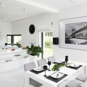 Ponadczasowe piękno białych wnętrz. Projekt Ewelina Pik, Maria Biegańska