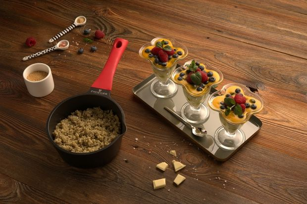 Chociaż jest zwykle niewielkich rozmiarów, to jednak stanowi niezbędne naczynie w każdej kuchni. Sięgamy po niego, kiedy nie potrzeba nam większych garnków. Jest idealny do podgrzania zupy, przyrządzenia sosu czy ubicia mleka do wybornego cappucci