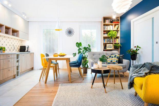Piękne mieszkanie w słonecznych kolorach: projekt dla pary z dzieckiem
