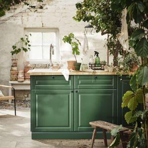 Zielone fronty kuchenne są dostępne np. w ofercie IKEA. Fot. IKEA
