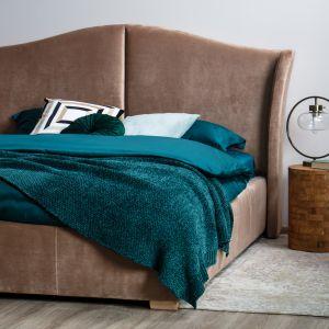 Wiosenna sypialnia. Najlepsze pomysły na urządzenie. Łóżko tapicerowane Charlotte marki Comforteo