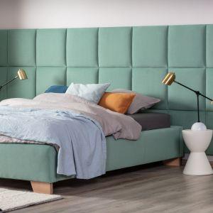 Wiosenna sypialnia. Najlepsze pomysły na urządzenie. Łóżko tapicerowane Polibox w Systemie Smartclick marki Comforteo