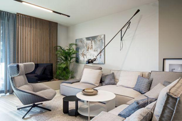 Skandynawska prostota i włoski szyk – te cechy najlepiej oddają charakter wnętrza zaprojektowanego przez pracownię FABRYK-ART. Monochromatyczne wykończenie mieszkania stanowiące punkt wyjścia w projekcie zostało dopełnione minimalistycznymi opr