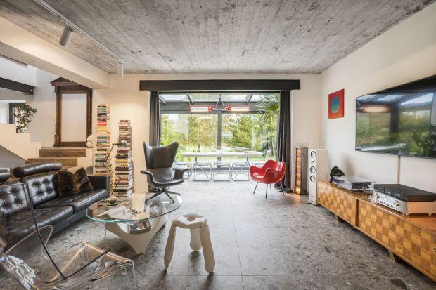 Ten dom powstawał na podstawie projektu z katalogu. Zobaczcie jak odmieniła goAgnieszka Brzostek z pracowni AB Concept Design i Wojciech Gawinowski z Vostok Design!