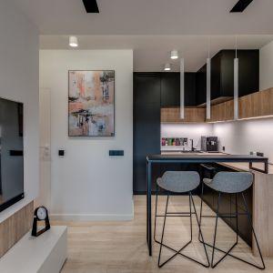 Małe mieszkanie o powierzchni 32 m2 - kuchnia. Projekt: Dorota Pilor. Fot. Radosław Sobik