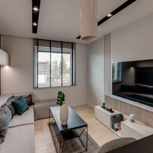 Małe mieszkanie o powierzchni 32 m2 - salon. Projekt: Dorota Pilor. Fot. Radosław Sobik