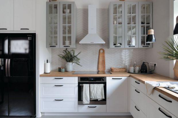 Jak wykończyć ścianę nad blatem w kuchni? Przygotowaliśmy dla Was kilka fajnych pomysłów. Sprawdźcie!
