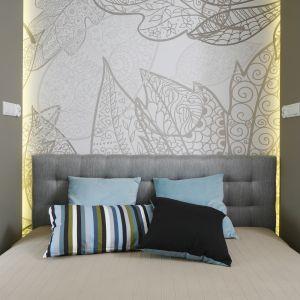 Pomysł na wykończenie ściany za łóżkiem w sypialni. Projekt: Małgorzata Mazur. Fot. Bartosz Jarosz