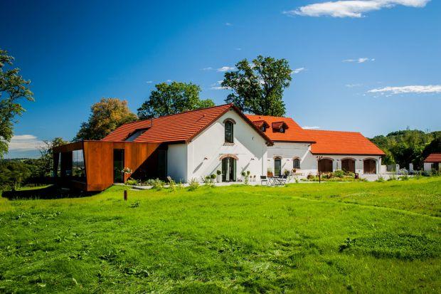 Zabytkowy dwór po renowacji: wyjątkowy projekt spod Krakowa