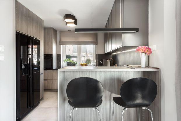 Kuchnia otwarta to silny trend aranżacyjny. Sprzyja kontaktom towarzyskim i podtrzymaniu rodzinnych więzi nawet podczas gotowania. Zobaczcie jak urządzić kuchnię otwartą na salon.