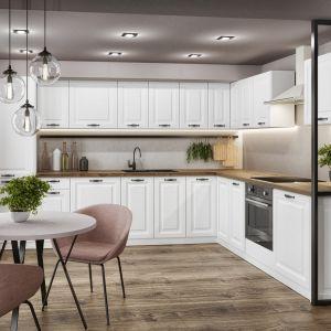 Gaja new biała to klasyczna biała kuchnia w wersji lakierowanej w kolorze satynowej bieli. Świetnie sprawdzi się w klasycznych, jak i nowoczesnych wnętrzach. Fot. Classen/RuckZuck