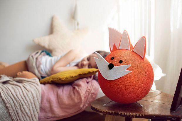 Od maja br. na polskim rynku dostępna jest kolekcja włoskich lampek dziecięcych ZooCobo. Łagodne światło i przyjazne motywy zwierzęce dają dzieciom poczucie bezpieczeństwa i ułatwiają wyciszenie przed snem. Piękne!