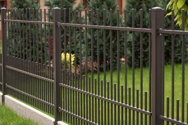 Jak urządzić ogród, aby był bezpieczny i przyjazny dzieciom? O czym pamiętać przy aranżacji i na co zwrócić uwagę?Mamy dla Was pięćkluczowych zasad, które warto wziąć pod uwagę, urządzając przydomową przestrzeń.