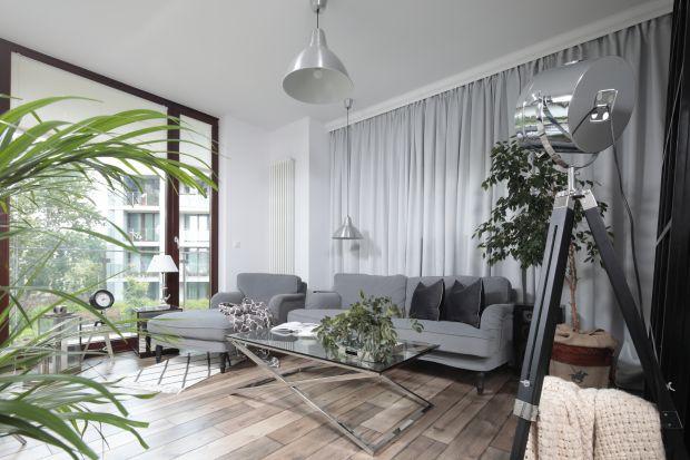 Kiedy kontakt z naturą bywa ograniczony, a za oknami królują beton i place pozbawione zieleni, tym bardziej warto zaprosić naturę do wnętrza. Proponujemy aranżację w duchu biophilic design. Nie tylko piękną, ale i dbającą o dobre samopoczucie