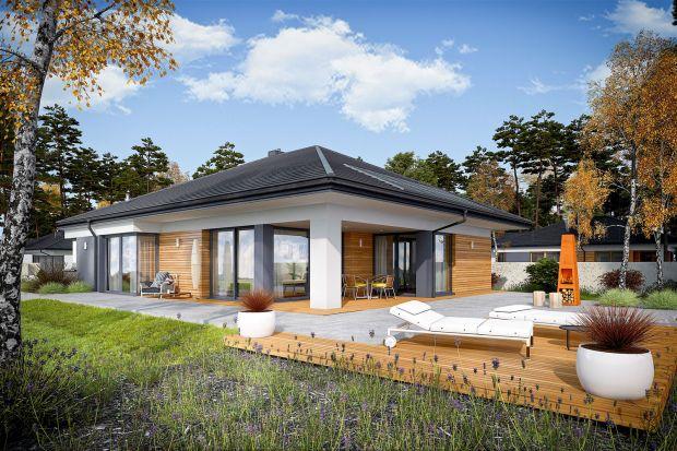 Jeśli marzycie o domu, w którym wnętrze swobodnie przenika się z ogrodem, a taras jest harmonijnym przedłużeniem salonu, jadalni i każdej sypialni ta propozycja jest właśnie dla Was.