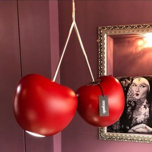 Lampa Cherry marki Queeboo. Projekt Nika Zupanc. Fot. Queeboo