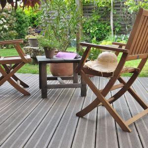 Drewniane meble ogrodowe: zestaw idealny na taras. Fot. Vidaron