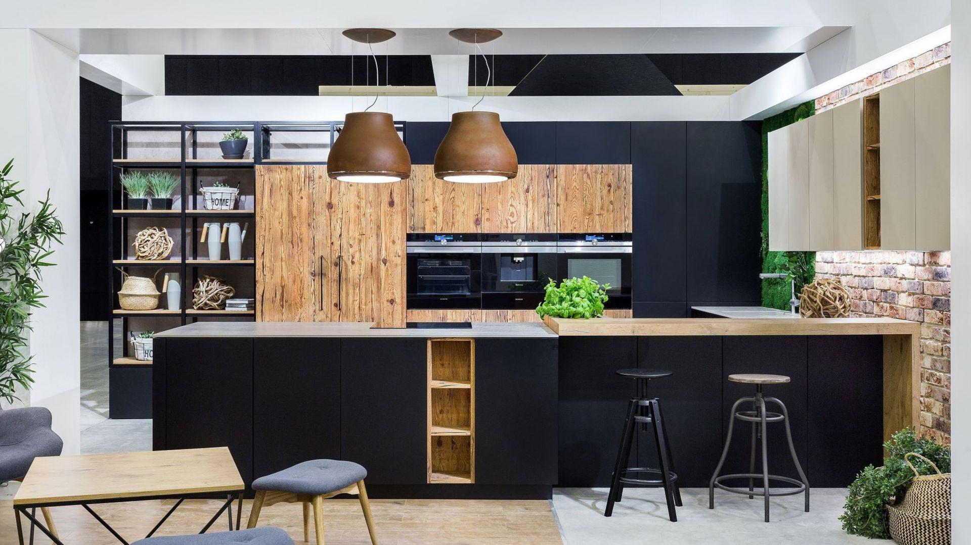Czarne fronty w kuchni - to jest hit! Fot. Vigo Meble
